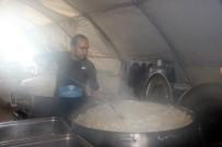 Türkiye'den sınır ötesine 15 bin kişilik sıcak yemek desteği