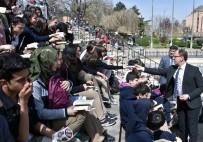 CAFER SARıLı - Afyonkarahisar'da Öğrenciler Ve Protokol Hep Birlikte Kitap Okudu