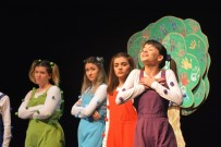 AYDıN KÜLTÜR MERKEZI - Efeler Belediyesi Vatandaşları Tiyatro İle Buluşturmaya Devam Ediyor