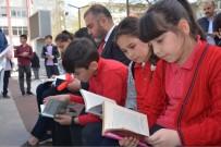ERDOĞAN TURAN ERMİŞ - Görele'de 54. Kütüphane Haftası Meydanda Kitap Okunarak Kutlandı