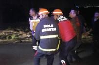 AHMET ÖZTÜRK - Kamyona Çarpan Otomobildeki 2 Kişi Öldü 1 Kişi Yaralandı