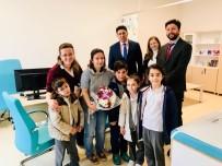 Lapseki'de Öğrencilerden Yılın Doktoruna Tebrik Ziyareti