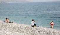 NEVRUZ - Rus Ve İranlı Turistler Plajlara İndi