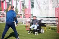 CAM KEMİK HASTASI - Sneijder'den Eskişehirsporlu Küçük Dev Adama Mesaj Var