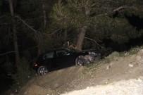 MERKEZ EFENDİ - Uçuruma Yuvarlanan Otomobildeki 2 Kişiyi Ağaç Kurtardı