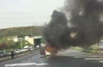 BELEDİYE ÇALIŞANI - Yanan Otomobili Belediye İşçisi Söndürdü