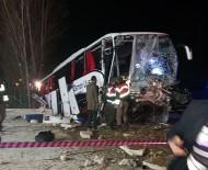 Yolcu Otobüsü Kaza Yaptı Açıklaması 2 Ölü, 33 Yaralı