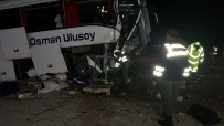 Yolcu Otobüsü Önce Ağaçlara Sonra Beton Duvara Çarptı... İlk Belirlemelere Göre 2 Ölü 33 Yaralı