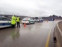 BAĞLUM - Başkent'te Trafik Kazası Açıklaması 1 Ölü, 2 Ağır Yaralı