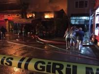 YAŞLI ÇİFT - Bursa'da Yangın... İş Yeri Sahibi Haberi Alınca Evinden Çıplak Ayakla Koşarak Geldi
