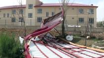 OKUL BİNASI - Elbistan'da Şiddetli Rüzgar Okul Çatısını Uçurdu