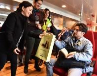 SOSYAL DEMOKRASI - İzmir Vapurlarında Kitap Dostlarına Sürpriz