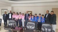 OSMAN GÜVEN - Kaymakam Güven İl İkincisi Badminton Takımını Ağırladı
