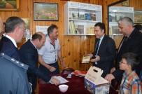 SELAMI KAPANKAYA - Niksar'da Kıraathanelere Kitaplık Ve Kitap Hediye Edildi