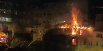 RİZE BELEDİYESİ - Rize'de Çıkan Yangında 3 Katlı Ahşap Ev Kül Oldu