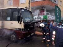 Siirt'te Seyir Halindeki Minibüs Alev Aldı