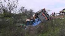 OKSİJEN TÜPÜ - Tekirdağ'da Tüp Yüklü Kamyon Devrildi