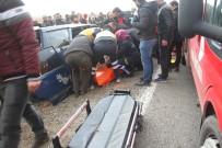 HASTA ZİYARETİ - 2 Otomobil Kafa Kafaya Çarpıştı Açıklaması 2 Ölü, 6 Yaralı