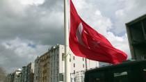 TAKSIM MEYDANı - AKM Önündeki Büyük Türk Bayrağı Değiştirildi