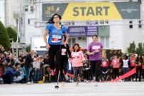 TOPUKLU AYAKKABı - Antalya'da Kadınlar Yüksek Topukla Koştu