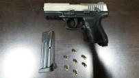SAHTE KİMLİK - Aracı Gasp Edip, Bir Kişiyi Kaçırarak Silahla Tehdit Eden Zanlılar Yakalandı