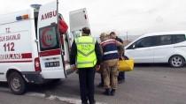 HASTA YAKINI - Iğdır'da Ambulansla Otomobil Çarpıştı Açıklaması 2 Ölü, 5 Yaralı