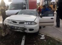 YEŞILKENT - Kamyonet İle Otomobil Çarpıştı Açıklaması 1'İ Ağır 4 Yaralı