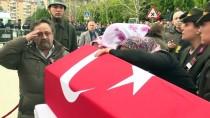 EROL AYYıLDıZ - Şehit Komando Er Sarı'nın Cenazesi Toprağa Verildi