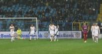KENDİ KALESİNE - Spor Toto Süper Lig Açıklaması K. Karabükspor Açıklaması 0 - Galatasaray Açıklaması 6 (İlk Yarı)
