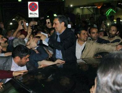 Ahmedinejad 'yardımcılarının tutuklanmasını' protesto etti