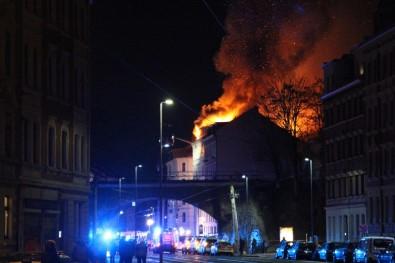 Almanya'da Yangın Açıklaması 14 Yaralı