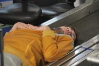 HİDAYET TÜRKOĞLU - Aylardır Havalimanında Kalan Basketbolcuya Yardım Talebi Yağıyor