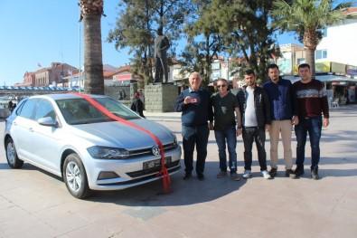 Ayvalıkgücü Belediyespor'un Otomobil Çekilişi Talihlisi Anahtarı Teslim Aldı