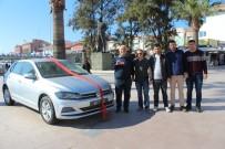BÜYÜK İKRAMİYE - Ayvalıkgücü Belediyespor'un Otomobil Çekilişi Talihlisi Anahtarı Teslim Aldı