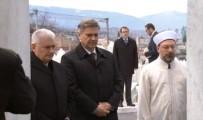 BAKANLAR KONSEYİ - Başbakan Yıldırım, Kovaçi Şehitliği'ni Ziyaret Etti