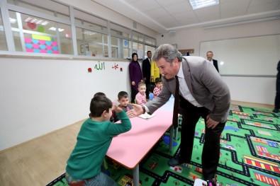Başkan Palancıoğlu'dan Abdülhamid Han Cami Kreşine Ziyaret