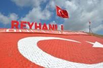 DAVUTPAŞA - Bayrak Tepe'ye Dev Türk Bayrağı Ve Işıklı 'Reyhanlı' Tabelası