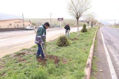 Develi'de Park Ve Bahçe Ekiplerinden İlkbahar Hazırlığı