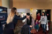 ORÇUN - İngiliz Turistler Dalaman'da Çiçeklerle Karşılandı