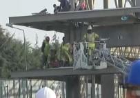 İTFAİYE MERDİVENİ - İstanbul'da 3 İşçi Çatıdan Düştü