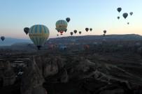 Kapadokya'da Balon Turlarına Olumsuz Hava Şartları İzin Vermedi