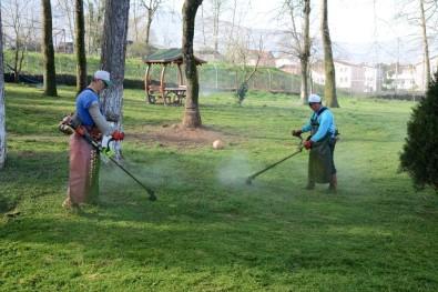 Kartepe'de Kamusal Alanlarda Bahar Bakımı Yapılıyor