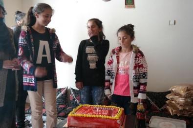 Lise Öğretmenleri Ve Öğrencilerinden Şehit Kızlarına Doğum Günü Sürprizi