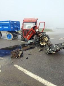 Minibüsle Çarpışan Traktör İkiye Bölündü Açıklaması 2 Yaralı