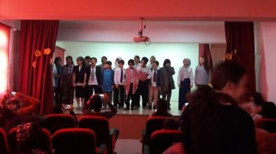 Öğrencilerden Tiyatro