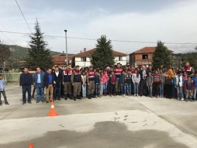 Öğrencilere Trafik Kuralları Ve Tedbirler Anlatıldı