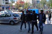 ÇALINTI OTOMOBİL - Oto Hırsızları Polis Tarafından Yakalandı