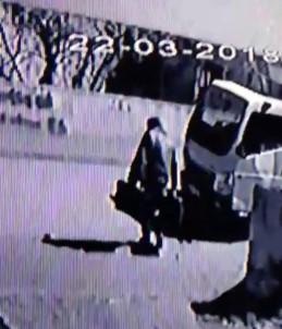 Otomobilden Hısızlık Yapan Şahıs Kameraya Yakalandı