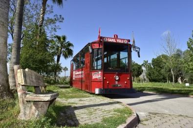 Portakal Çiçeği Karnavalı İçin Nostaljik Tramvay