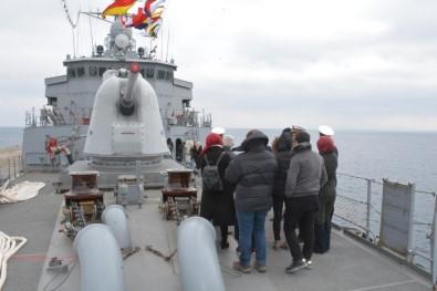Savaş Gemisine Yoğun İlgi